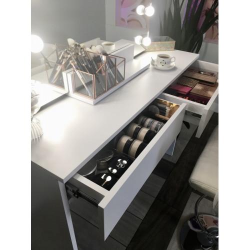 Biała toaletka kosmetyczna z szufladami