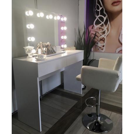 Toaletka z lustrem z żarówkami do makijażu