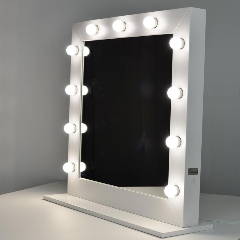 kwadratowe lustro do makijazu w bialej ramie