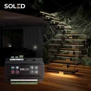 Zapomnij o włączaniu światła w nocy, dzięki podświetlanym przez sterownik schodom!  Sterownik schodowy z czujnikiem ruchu zapewni Ci wygodę i większe bezpieczeństwo.  Nowa wersja sterownika SCR-2 to: 💡 2 x większa moc: maksymalne obciążenie to 200W (max. 10W na 1 wyjście) 💡 możliwość podłączenia taśmy LED z większą ilością diod, aby stworzyć linię światła pod stopniem 💡 prostszy montaż - podłączenie przewodów do sterownika za pomocą wygodnych łączówek 💡 możliwość podłączenia powyżej 1m taśmy na stopień (przy taśmie 4,8w/m)  #soled #soledpl #sterownik #schody #podswietlaneschody #led #schodyled #oswietlenieled #oświetlenie #oświetlenieled #oświetleniewnętrza #ledlights